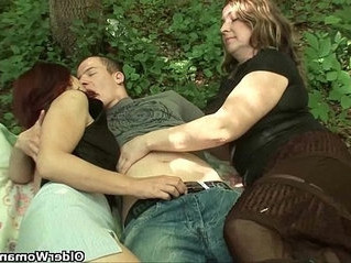 mom   outdoor   sex